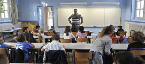 un-enseignant-devant-sa-classe-a-nantes-le-4-septembre-2012_4026491